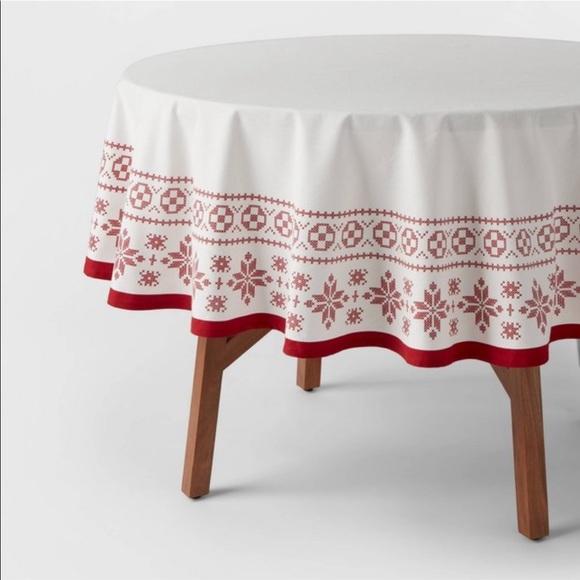 NWT Threshold Snowflake Round Tablecloth